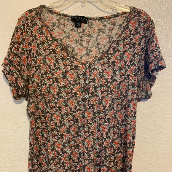 Forever 21 Tops - Forever 21 Vneck Flower print Shirt 2X